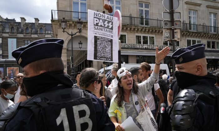 Anti heath pass demonstrators face police officers outside the Constitutional Council in Paris, on Aug. 5, 2021. (Michel Euler/AP Photo)