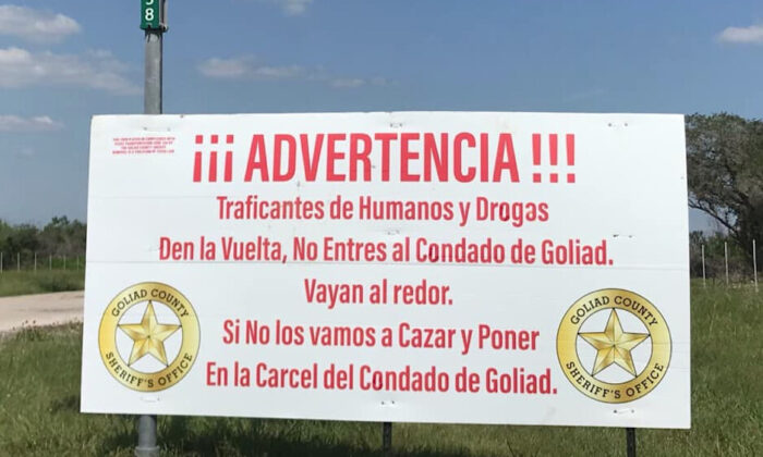 A warning sign to cartels at the Goliad County boundary line, written in Spanish. (Goliad Sheriffs Office)
