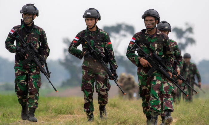 Indonesian army soldiers take part in Garuda Shield Joint Exercise 2021 at the Indonesian Army Combat Training Center in Martapura, South Sumatra province, Indonesia on Aug. 4, 2021. (Antara Foto/Nova Wahyudi/via Reuters)