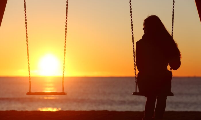 Losing a loved one puts us through one of life's most difficult ordeals.(Antonio Guillem/Shutterstock)