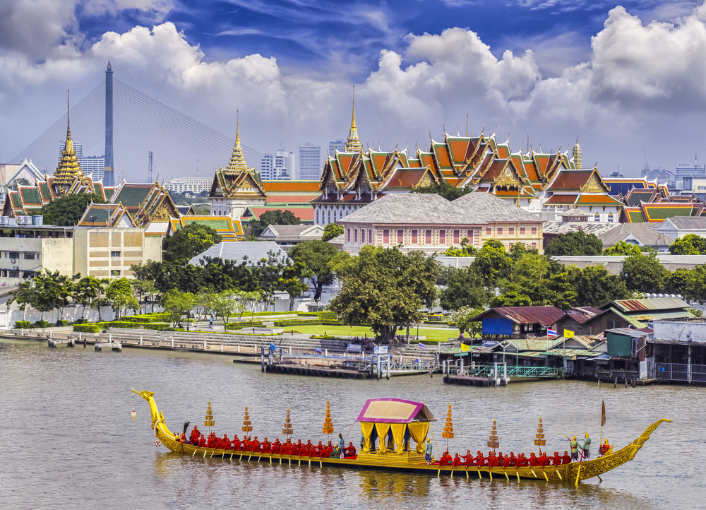 Landscape,Of,Thai's,King,Palace,With,Goldent,Guard,Ship,On