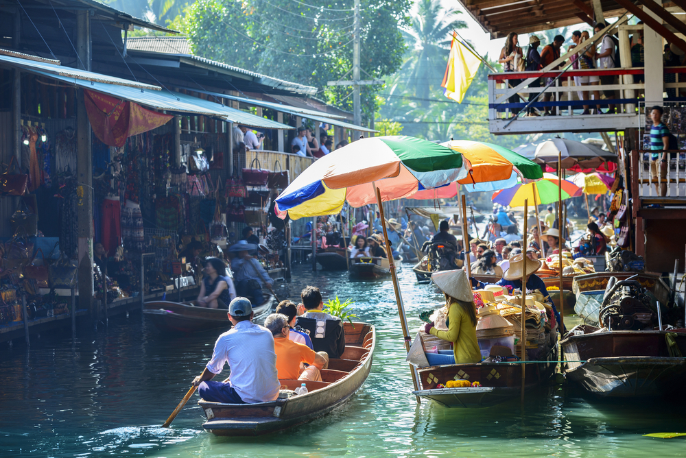 Damnoen,Saduak,Floating,Market,,Tourists,Visiting,By,Boat,,Located,In