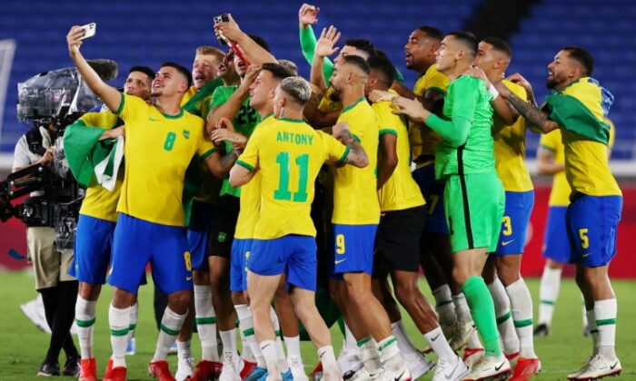 Players of Brazil celebrate after winning the Tokyo 2020 Olympic Games soccer competition men's gold medal match by defeating Spain 2-1 in extra time at Yokohama International Stadium in Yokohama, Japan, on Aug. 7, 2021. (Amr Abdallah Dalsh/Reuters)