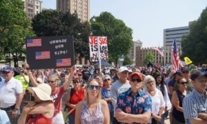 Hundreds Protest Vaccination Mandates in Michigan
