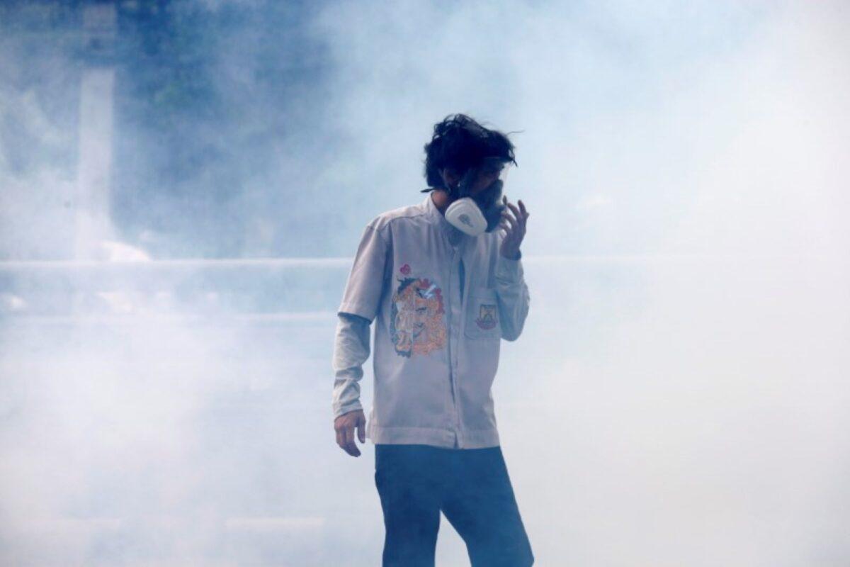 bangkok-police-tear-gass