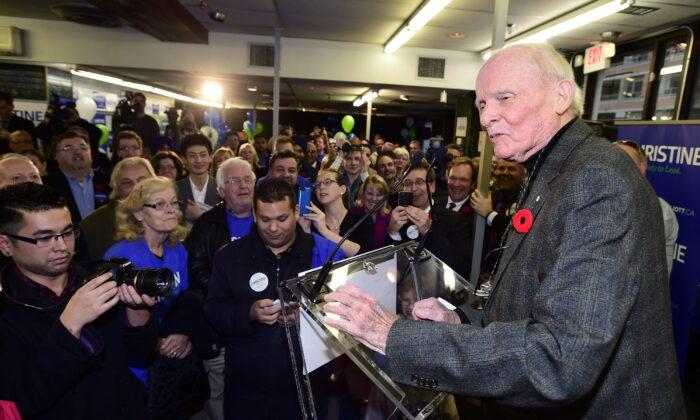 Former Ontario premier Bill Davis speaks at the PC leadership campaign launch of Christine Elliott on Nov. 8, 2014.  (The Canadian Press/Frank Gunn)