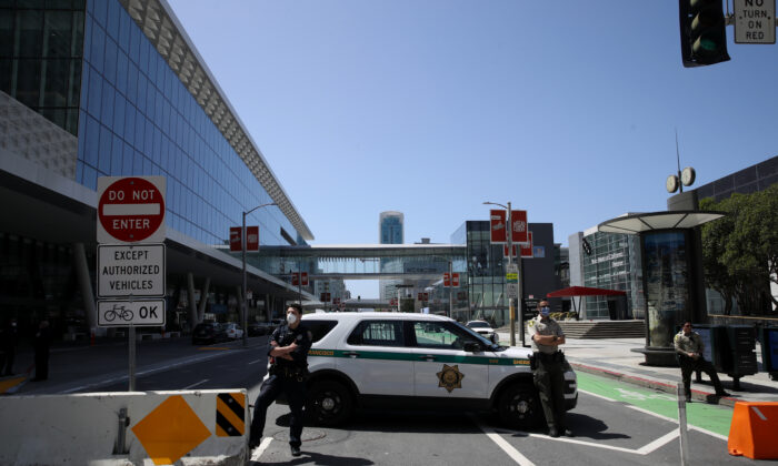 Police and sheriff's deputies block Howard Street in front of the Moscone Center in San Francisco, Calif., on April 13, 2020. (Justin Sullivan/Getty Images)