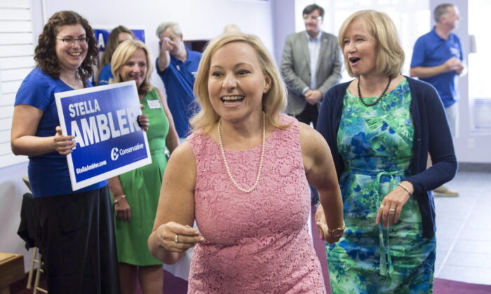 Conservative candidate Stella Ambler (C) and Laureen Harper (R), wife of Stephen Harper, at Ambler's riding office in Mississauga, Ont., on Aug. 5, 2015. (The Canadian Press/Paul Chiasson)