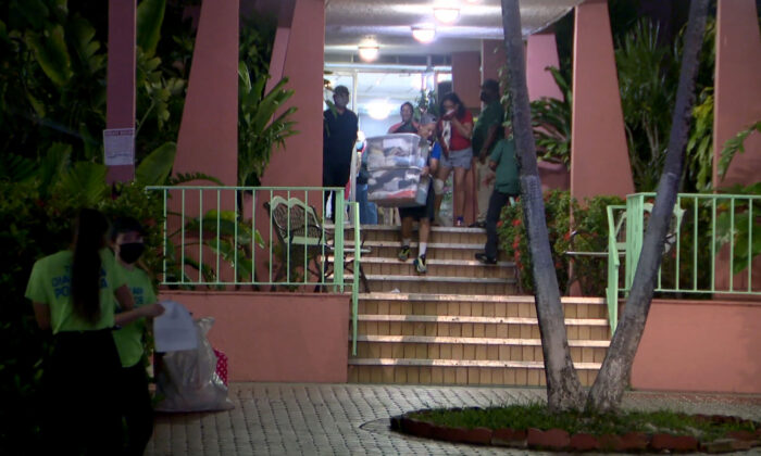 Residents evacuate a building in Miami's Flagami neighborhood in Miami, Fla., on Aug. 10, 2021. (Courtesy of WFOR)