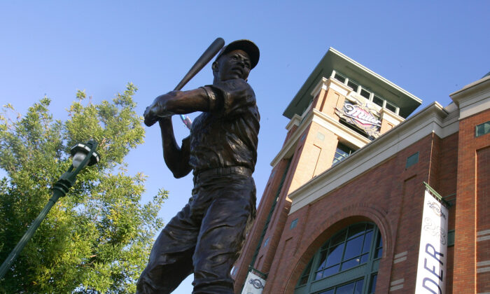 A statue of Hall of Famer Hank Arron is seen outside of Miller Park, in Milwaukee, Wisc., on Oct. 4, 2008. (Jim McIsaac/Getty Images)
