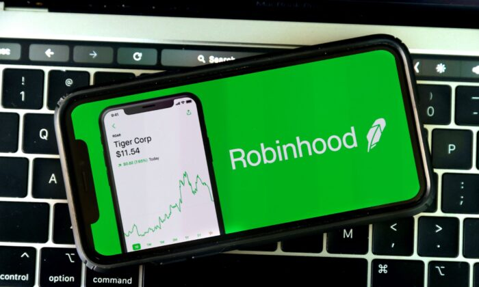 The Robinhood logo is displayed on an iPhone in San Anselmo, Calif. on Dec. 17, 2020. (Justin Sullivan/Getty Images)