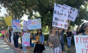 Hundreds of Healthcare Workers in California Protest Against Vaccine Mandates