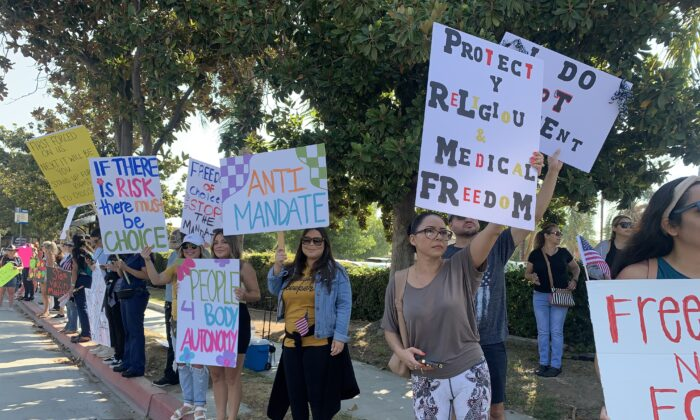 More than 400 medical professionals in Southern California rallied outside Riverside Community Hospital on Aug. 9 to protest the state's requirement that all health workers be fully vaccinated against COVID-19. (Linda Jiang/The Epoch Times)