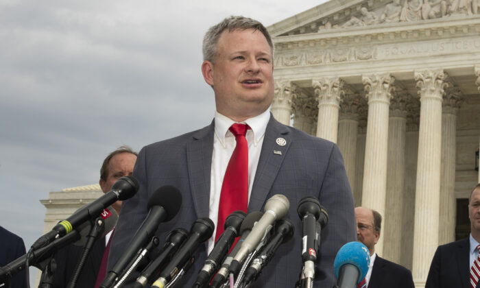 South Dakota Attorney General Jason Ravnsborg, joined by a bipartisan group of state attorneys general, speaks to reporters in front of the U.S. Supreme Court in Washington, on Sept. 9, 2019. (Manuel Balce Ceneta/File/AP Photo)