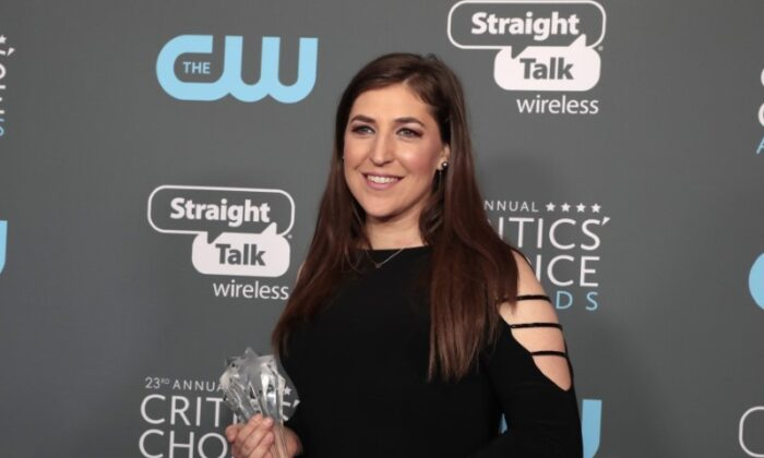 """Mayim Bialik poses with her award for Best Supporting Actress in a Comedy Series for 'The Big Bang Theory"""" at the 23rd Critics' Choice Awards in Santa Monica, Calif., on Nov. 1 2018. (Monica Almeida/Reuters)"""