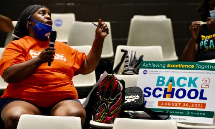 Community member Cynthia Johnson speaks at a Chicago Public School back to school forum at Michele Clark High School in Chicago on Aug. 10, 2021. (Cara Ding/The Epoch Times)