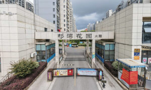 Without Warning, Visiting Chinese Become Trapped in City Under Lockdown
