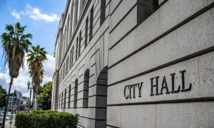 Los Angeles City Hall on March 18, 2018. (John Fredricks/The Epoch Times)