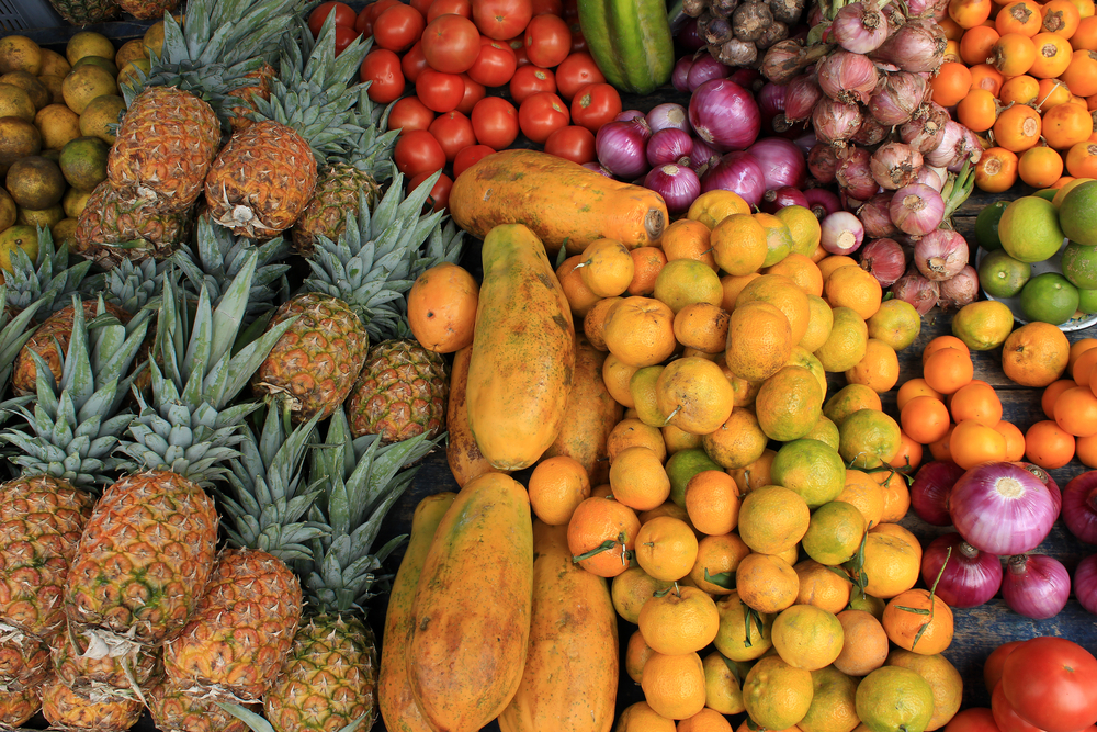 A,Variety,Of,Fruit,For,Sale,At,The,Outdoor,Food