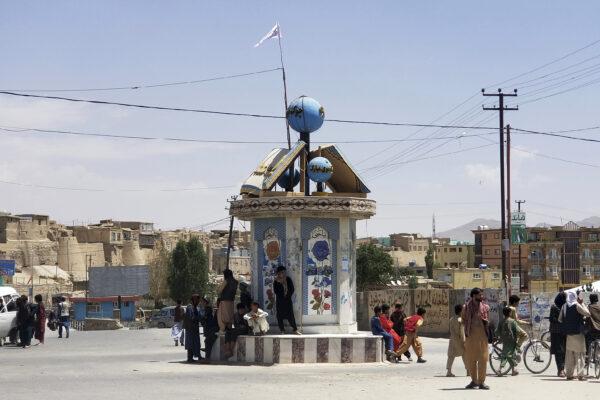 taliban-flag-in-ghazni