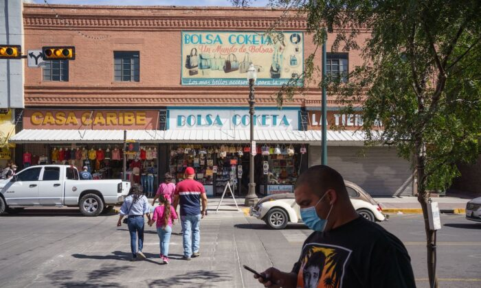 People wearing masks amid the Covid-19 pandemic are pictured on Oct.24, 2020, in downtown El Paso, Texas. (Paul Ratje/AFP)