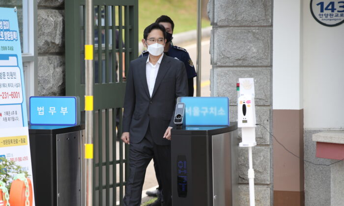 Samsung Electronics vice chairman Jay Y. Lee walks as he is released on parole from Seoul Detention Center in Uiwang, South Korea, on Aug. 13, 2021. (Yonhap via Reuters)