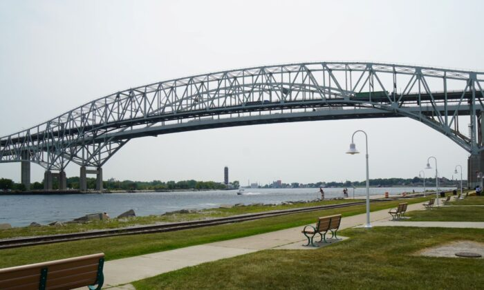 A view of the twin spans of the Blue Water Bridge connecting the U.S. (right) and Canada (left) at the American border city of Port Huron, Michigan, on August 11, 2021 (Steven Kovac/Epoch Times)