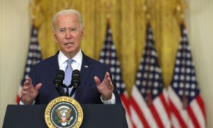 Biden Faces Bipartisan Criticism Over Collapse of Afghanistan