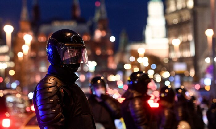 Russian riot police officers block a street in Moscow on April 21, 2021. (Kirill Kudryavtsev/AFP via Getty Images)