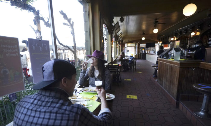 Diners eat inside at the Buena Vista Cafe in San Francisco on Nov. 12, 2020. (Jeff Chiu/AP Photo)