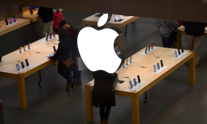 An Apple logo is seen at an Apple store as pre-Thanksgiving and Christmas holiday shopping accelerates at the King of Prussia Mall in King of Prussia, Pennsylvania, U.S. November 22, 2019. (Mark Makela/Reuters/Files)