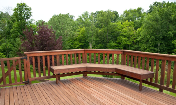Building a deck bench is one of the most common do-it-yourself projects. (Anne Kitzman/Shutterstock)