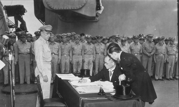 Japanese Minister of Foreign Affairs Mamoru Shigemitsu, signs the Japanese Instrument of Surrender aboard the USS Missouri in Tokyo Bay at the end of WWII, 2nd September 1945. (Photo by MPI/Getty Images)