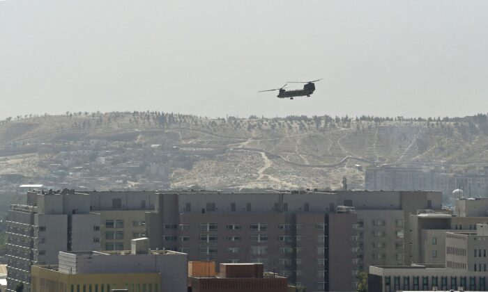 A U.S. military helicopter flies above the U.S. Embassy in Kabul, Afghanistan, on Aug. 15, 2021. (Wakil Kohsar/AFP via Getty Images)