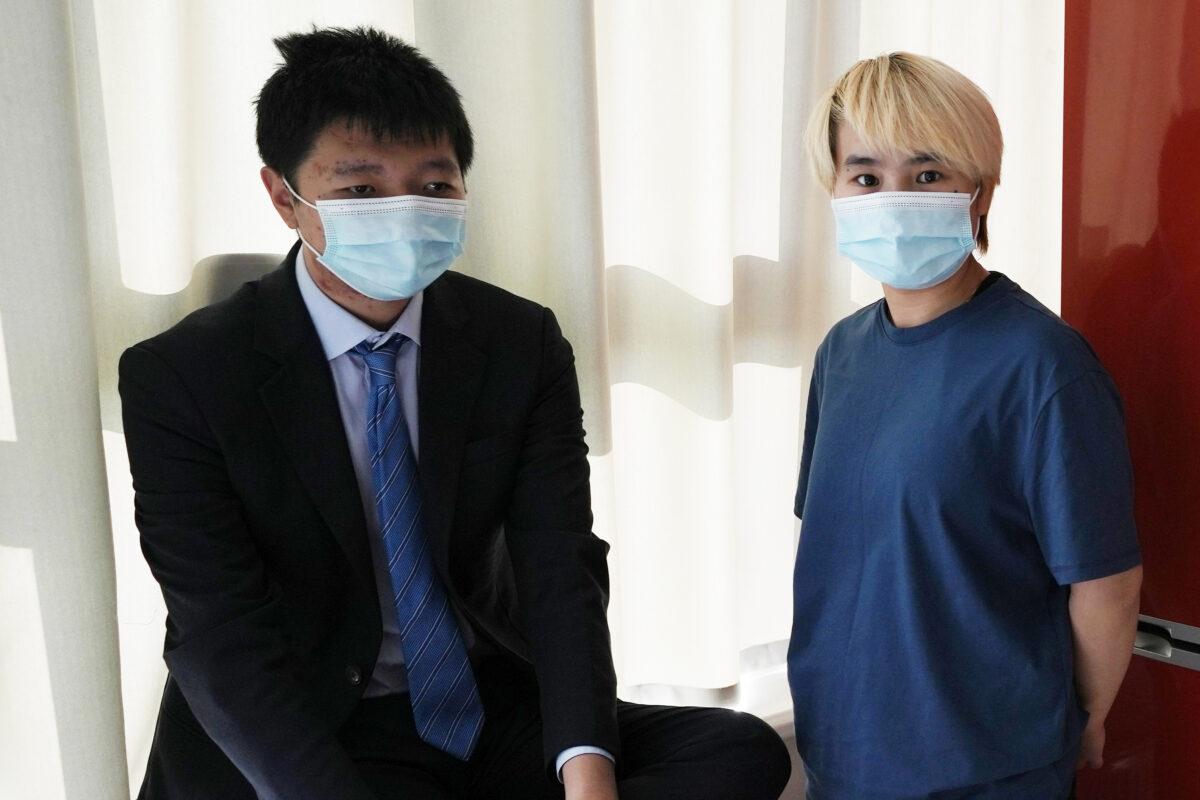 Wu Huan (R) and Wang Jingyu