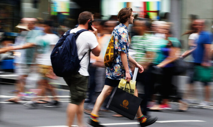 Shoppers flock to stores in Sydney, Australia, on December 23, 2013. (Brendon Thorne/Getty Images)