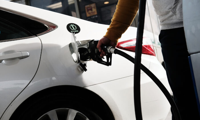 A man fills his car up with gas at a station in New York on Nov. 14, 2017. (Spencer Platt/Getty Images)