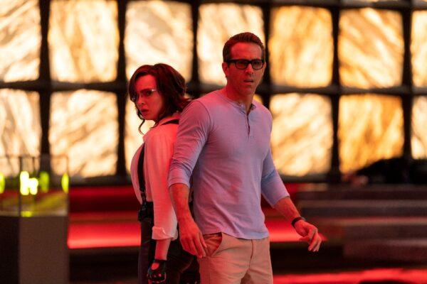 Guy (Ryan Reynolds) falls for Molotov Girl (Jodie Comer)
