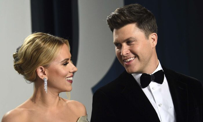 Scarlett Johansson (L) and Colin Jost arrive at the Vanity Fair Oscar Party in Beverly Hills, Calif., on Feb. 9, 2020. (Evan Agostini/Invision/AP)