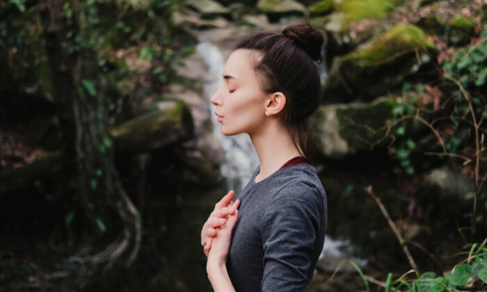 Breathwork facilitates a slowing down of automatic patterns, like bad eating habits, so you can take back control. (Yolya Ilyasova/Shutterstock)