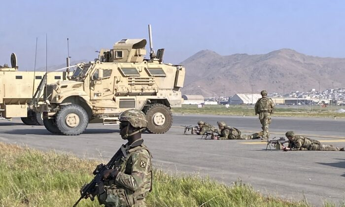 U.S. soldiers stand guard along a perimeter at the international airport in Kabul, Afghanistan, on Aug. 16, 2021. (Shekib Rahmani/AP Photo)