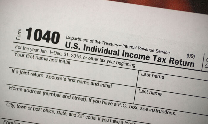 A copy of a IRS 1040 tax form is seen at an H&R Block office in Miami, Fla.,  on Dec. 22, 2017. (Joe Raedle/Getty Images)