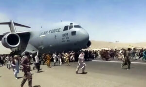 'First-Come, First-Serve': US Embassy Says Military Can't Ensure 'Safe Passage' to Kabul Airport