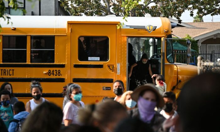 Students and parents arrive masked for the first day of the school year at Grant Elementary School in Los Angeles, Calif., on Aug. 16, 2021. (Robyn Beck / AFP via Getty Images)