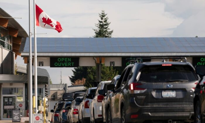 People cross the U.S.-Canadian border after Canada opened the border to vaccinated Americans in Blaine, Wash., on Aug. 9, 2021. (David Ryder/Reuters)