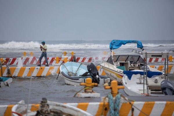 fishermen-on-phone