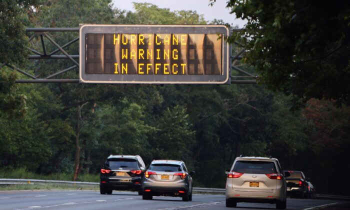 A sign on the Southern Parkway alerts drives that there is a Hurricane Warning in Effect as Hurricane Henri moves up the coast in Wantagh, N.Y., on Aug. 21, 2021. (Bruce Bennett/Getty Images)