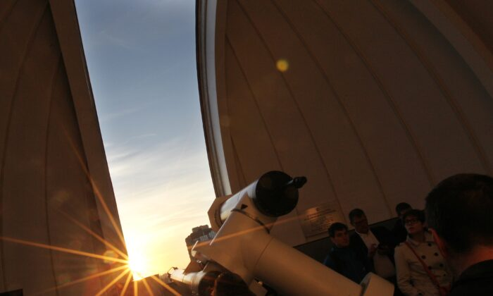A file photo of people using a telescope. (Alexander Klein/AFP/GettyImages)
