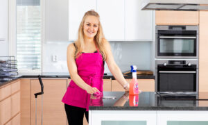 Woman, 28, Spends 16 Hours Cleaning a House for Free and the Transformation is Incredible