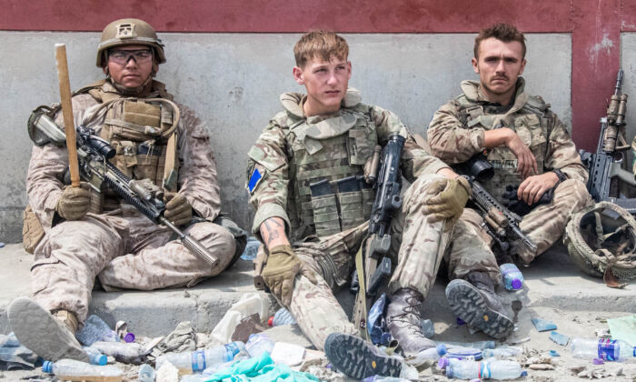 Members of the British and U.S. (left) military engaged in the evacuation of people out of Kabul, Afghanistan, on Aug. 20, 2021. (MoD/PA)